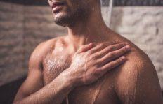 mann_dusche